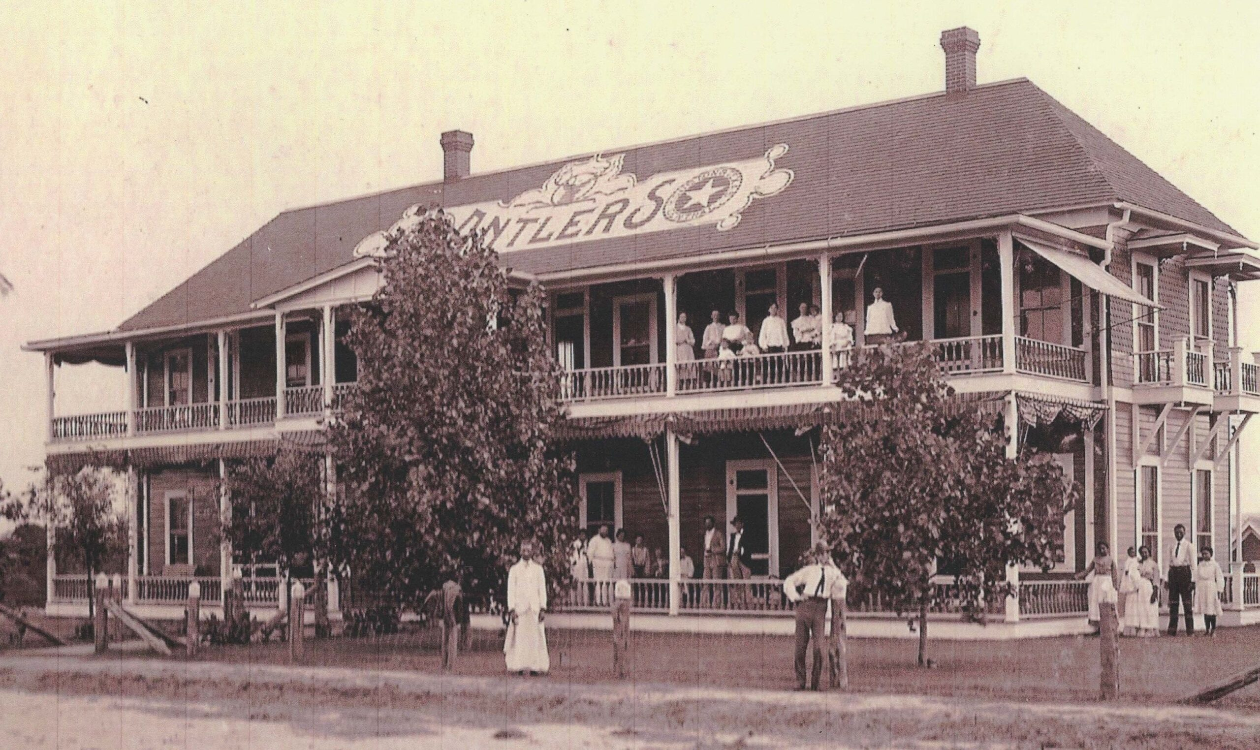 Picture of the old Antler's Inn in Kingsland, TX